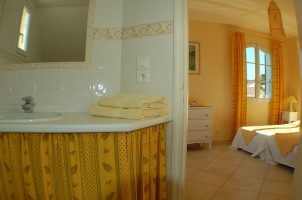 chambre-jaune-salle-de-bains_1